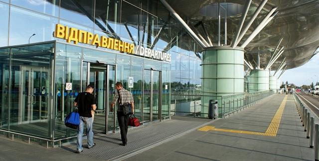 """В """"Борисполе"""" десятки пассажиров опоздали на рейс в Турцию, экс-звезда """"Орел и решка"""" обвинила МАУ в халатности"""