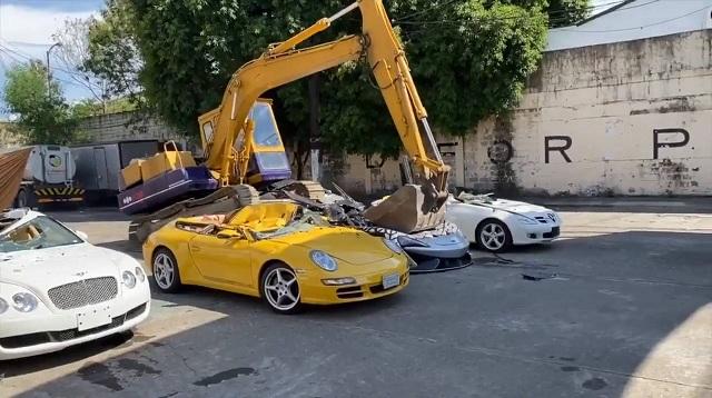На Филиппинах таможенники уничтожили контрабандные автомобили премиум-класса на $ 58 млн.