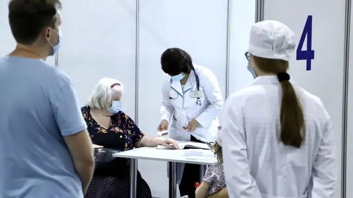 Киевский центр вакцинации в МВЦ на этой неделе будет работать четыре дня
