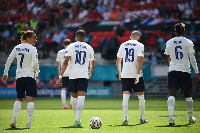 Французы не попали на матч своей сборной, перепутав Бухарест с Будапештом