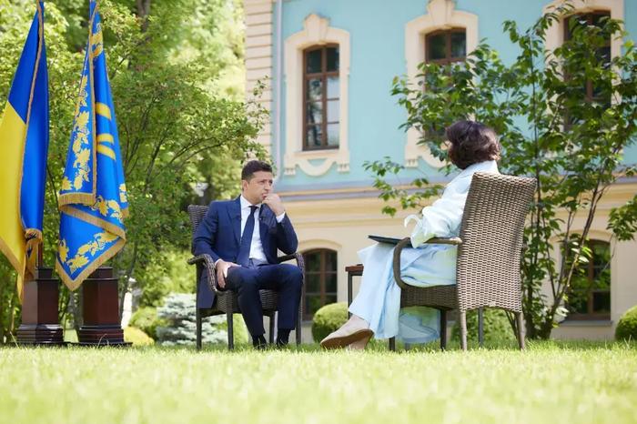 Зеленский заявил, что Медведчук торговал с террористами и зарабатывал на войне вместе с Порошенко