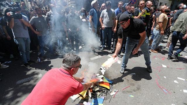 В Тбилиси туриста ударили ножом из-за серьги в ухе