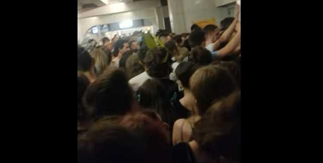 После Atlas Weekend в метро Киева тысячи людей без масок устроили ужасную давку