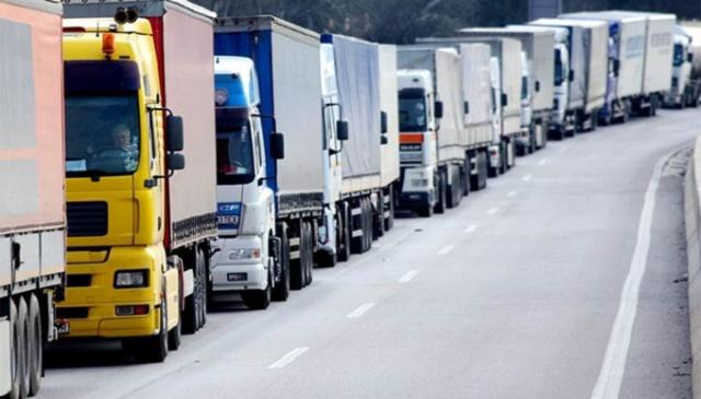 В Киеве ограничили въезд транспорта из-за жары