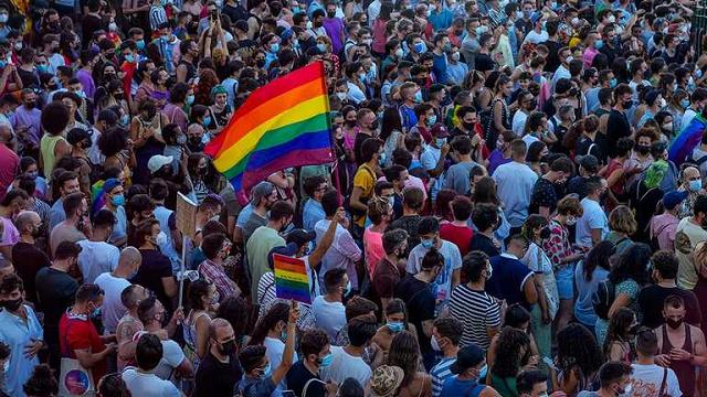 В Испании мужчину избили до смерти из-за гомосексуальности: в стране начались протесты