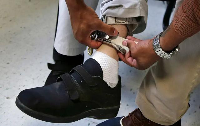 В США суд разрешил школе бить током учеников с психическими расстройствами