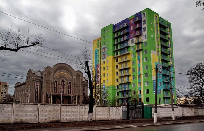 В Одессе землю под жилкомплексом продали за гроши из-за долгов застройщика: новый собственник предлагает жильцам выкупить участок в двадцать раз дороже