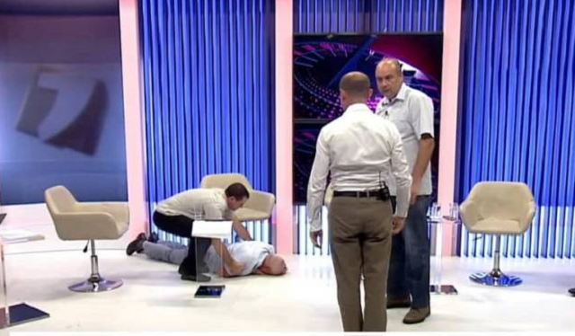 До потери сознания: в Молдове политики жестко подрались в прямом эфире