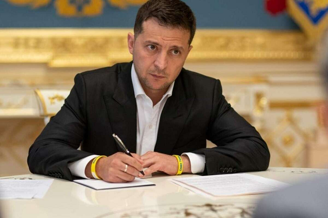 Зеленский подписал закон о гарантиях на товар, купленный в Сети