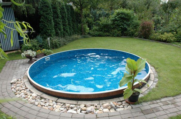 В Кривом Роге семейная пара загадочно погибла в бассейне