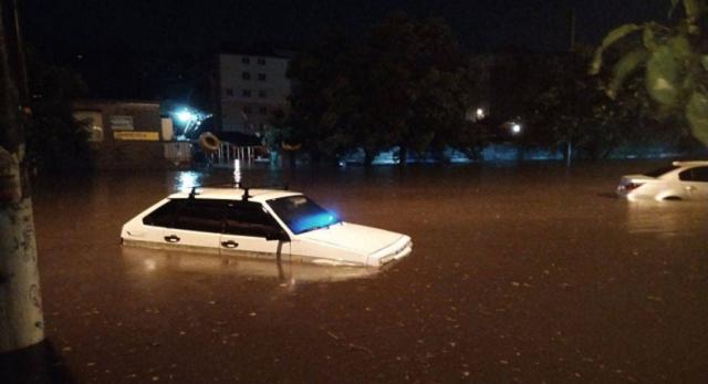 Стихия в Одессе: улицы затопило, в некоторых районах нет света