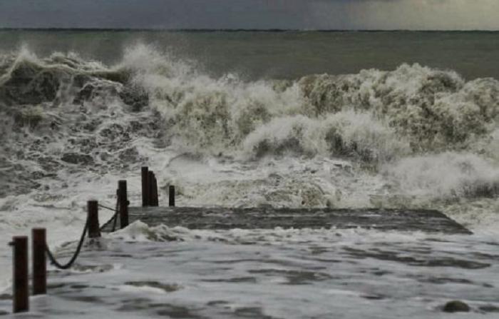 Кирилловку штормит: популярному курорту угрожают смерчи