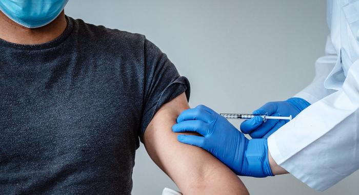 В Эстонии уволили сотрудников скорой помощи за отказ вакцинироваться от коронавируса