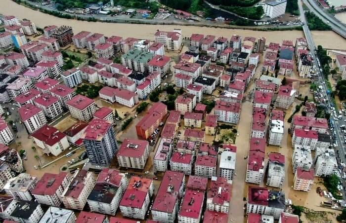 Наводнение в Турции: затоплены провинции на черноморском побережье