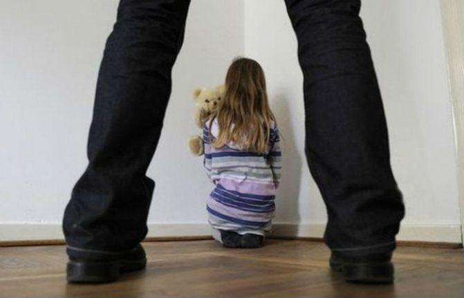 Доцент киевского вуза развращал 12-летнюю девочку: его будут судить