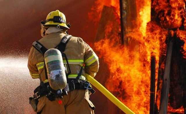 В центре Запорожья загорелась многоэтажка: на крыше видели детей