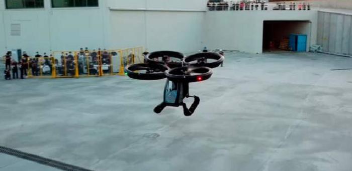 Работает на электричестве: летающий автомобиль испытали в Турции