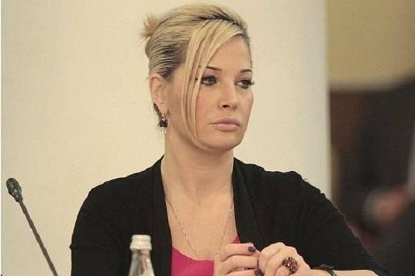 Зачем Мария Максакова приезжает в Россию?