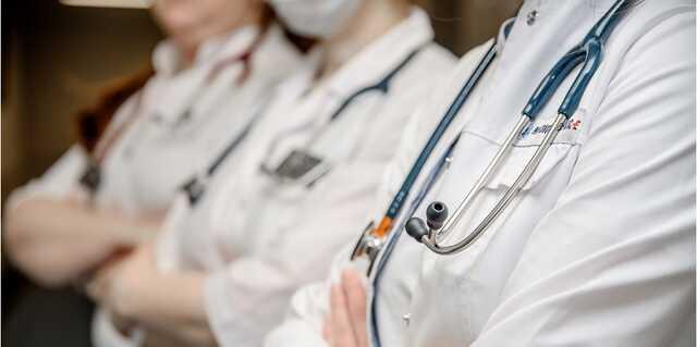 В Томске сотрудница больницы уничтожала вакцину от COVID, внося ложные данные о прививках