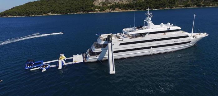 Порошенко застали на отдыхе на роскошной яхте,стоимость которой 11 миллионов в неделю