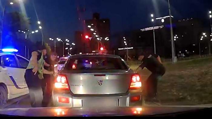 В Киеве патрульные с гонками задержали вооруженную банду