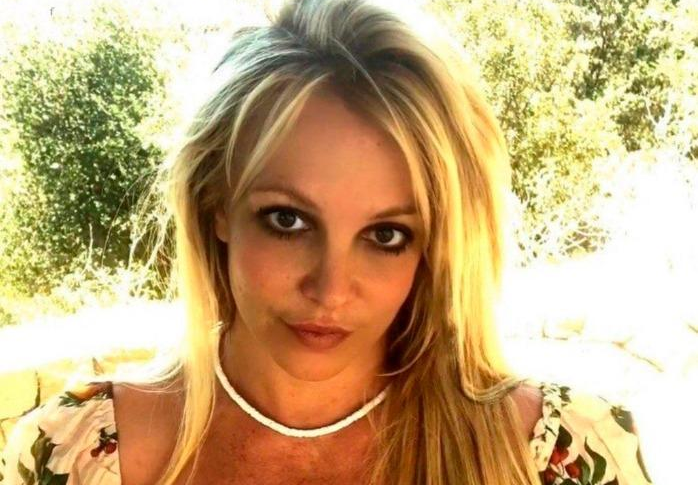 Бритни Спирс снялась топлес на видео