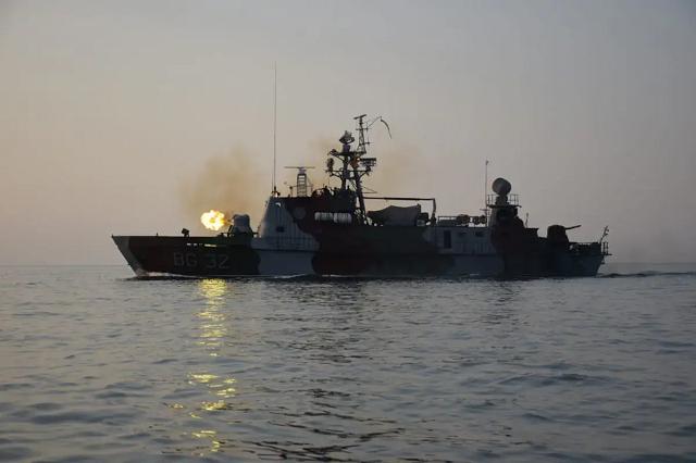 Украинские моряки провели учения в Азовском море под пристальным наблюдением ФСБ