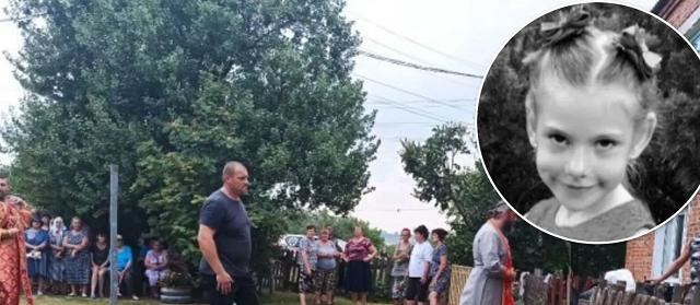 На Харьковщине попрощались с убитой 6-летней Мирославой Третьяк