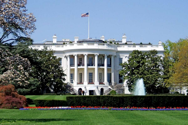 США решили уволить почти 200 сотрудников посольств в России