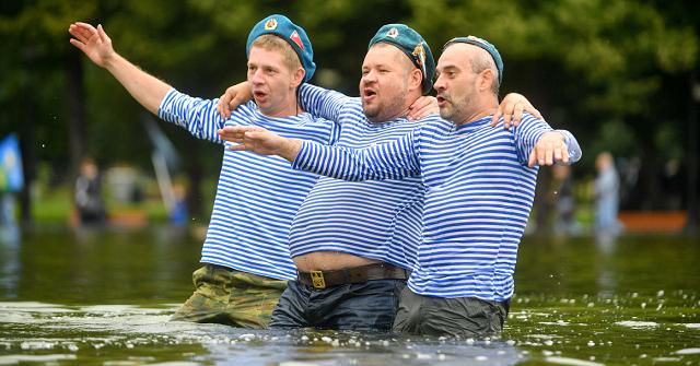 В Петербурге угрожают отключить фонтаны на День ВДВ