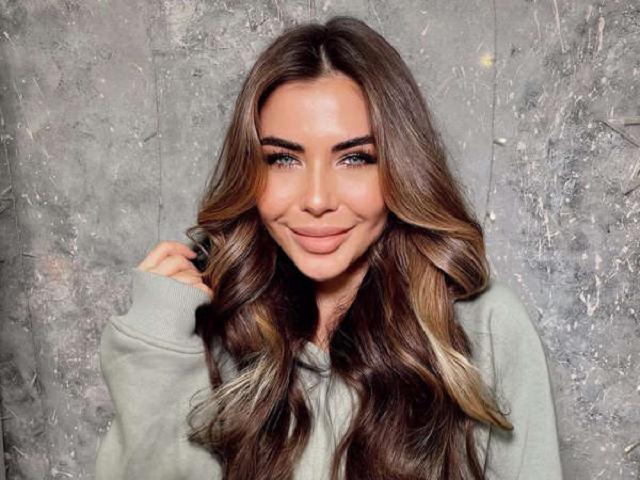 """Украинская блогерша Стужук пожаловалась на """"порноактрисскую грудь""""."""