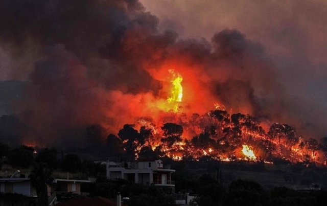 В Греции из-за лесных пожаров пришлось эвакуировать несколько деревень