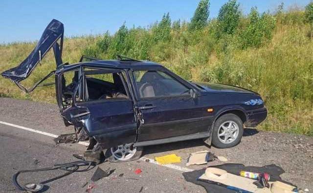 В Одесской области столкнулись ВАЗ и «Волга»: одну из машин разорвало на две части