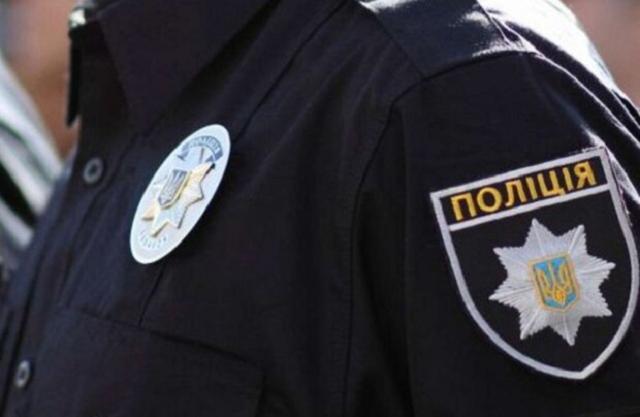 В Харькове мужчина с палкой бегал по крыше от полицейских, которые пытались его отправить в психбольницу