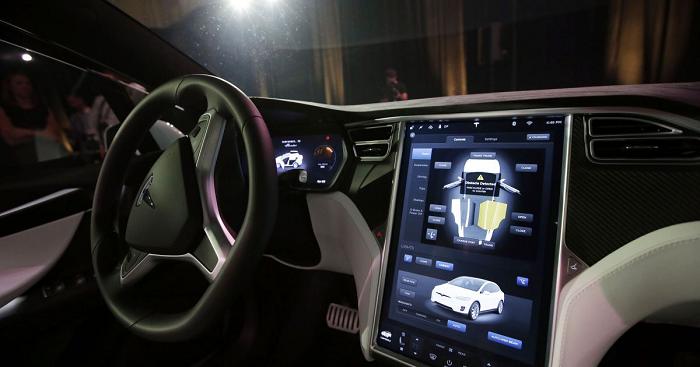 Электромобили Tesla впервые оборудовали русскоязычным интерфейсом: есть специфическая проблема