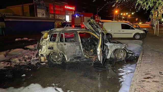 В Кривом Роге сгорело авто известной в городе предпринимательницы