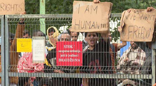 Беспорядки в лагере мигрантов на границе Белоруссии и Литвы: Лукашенко обвиняют в ведении гибридной войны