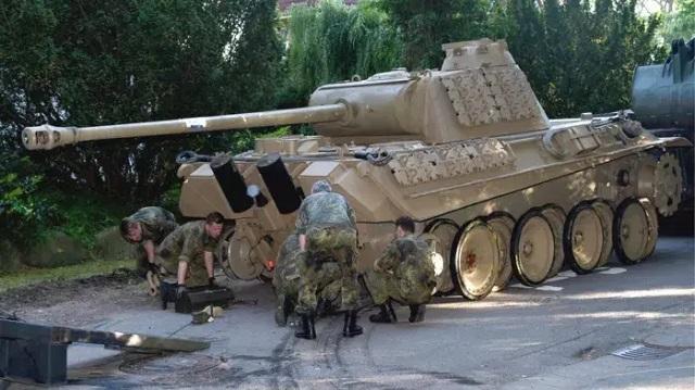 Немецкий пенсионер, хранивший в подвале танк, получил условный срок и заплатит штраф