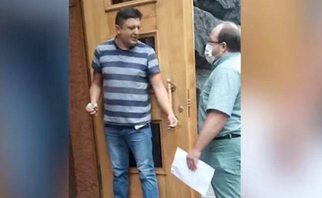 Мужчина угрожает взорвать гранату в здании Кабмина. В Киеве началась спецоперация – видео
