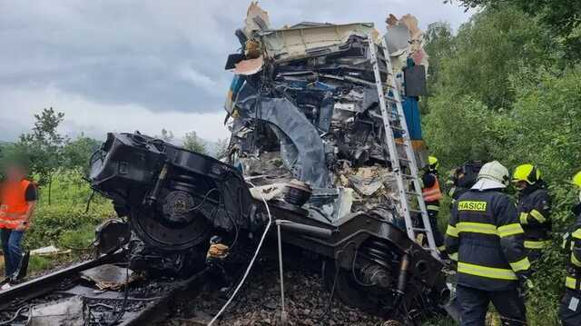 В Чехии столкнулись пассажирские поезда, 2 человека погибли, десятки получили травмы