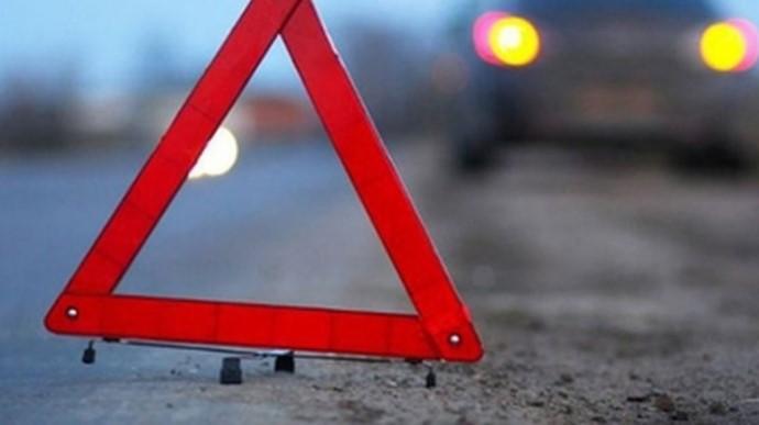 В Киеве водитель влетел в грузовик и пытался сбежать: пострадала девушка