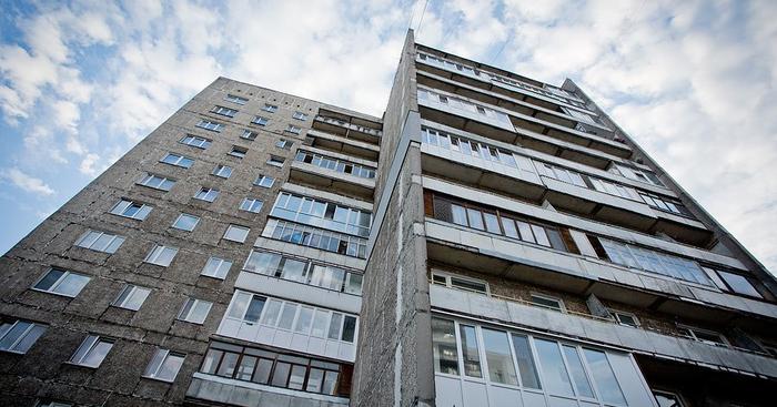 В Киеве подросток хотел спрыгнуть с крыши многоэтажки. От суицида его спасла полиция
