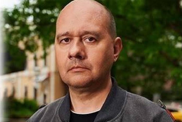Олег Леонов принёс в Москомнаследие камень разрушенного исторического здания