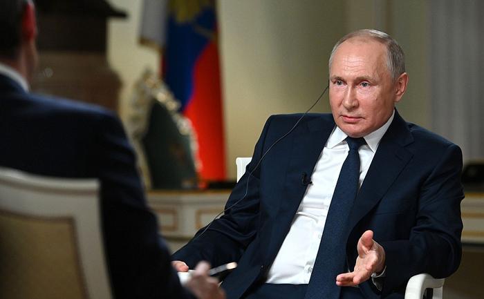 Путин заявил, что семьи с детьми в России нужно поддерживать до окончания школы