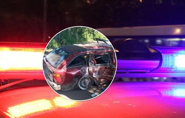 Под Киевом пьяный водитель влетел в дерево, есть погибший