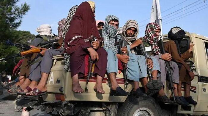 """В проекте конституции Афганистана закрепят новый флаг, один язык и праздник """"день изгнания иностранцев"""" — СМИ"""