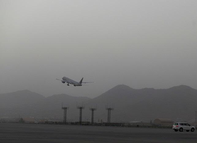 Самолёт с украинскими гражданами вылетел из Афганистана