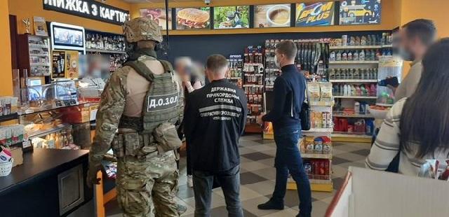 На АЗС сети БРСМ прошли обыски из-за контрафактного российского автогаза