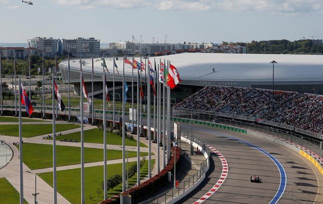Из-за дождя отложен старт гонки «Формулы-2»