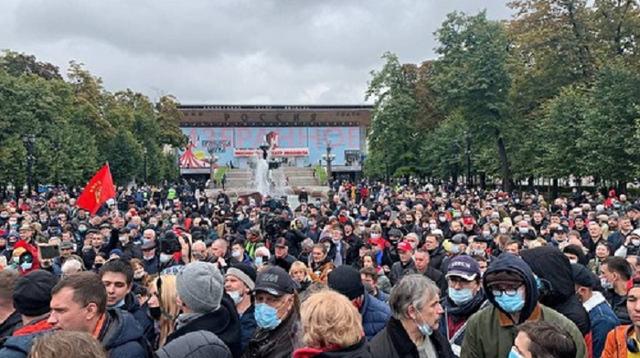 Полиция на митинге коммунистов включила песню «Дядя Вова, мы с тобой»